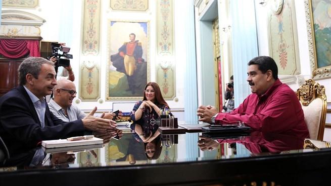 Maduro recibe en su residencia de Caracas a Rodríguez Zapatero.