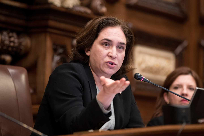 La alcaldesa de Barcelona, Ada Colau, durante un pleno.