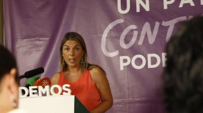 La ex secretaria general de Podemos Sevilla, Begoña Gutiérrez, en un mitin de partido.
