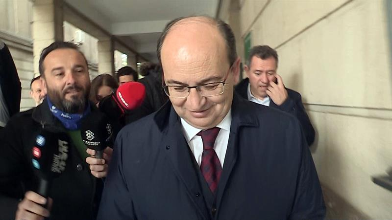 El presidente del Sevilla FC, José Castro, tras declarar este lunes ante la juez.
