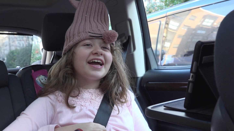 Celia, la niña con síndrome de Penélope