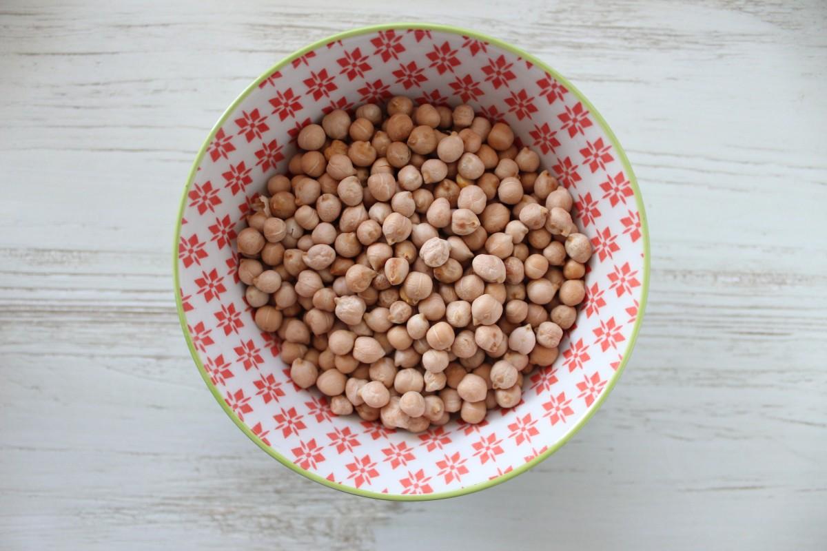 Los garbanzos y el resto de legumbres ayudan a prevenir la mortalidad por cáncer, según un estudio.