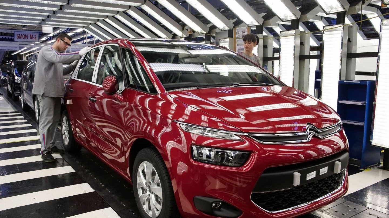 El grupo de Peugeot y Citroen fabricará una nueva generación de furgonetas en Vigo.