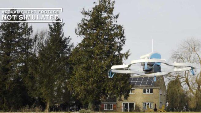 Dron en una entrega piloto de Amazon