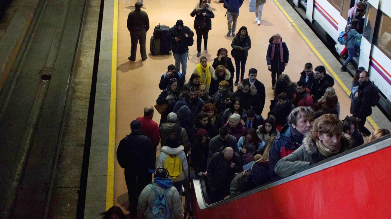 Montonera en el interior de la estación de Atocha