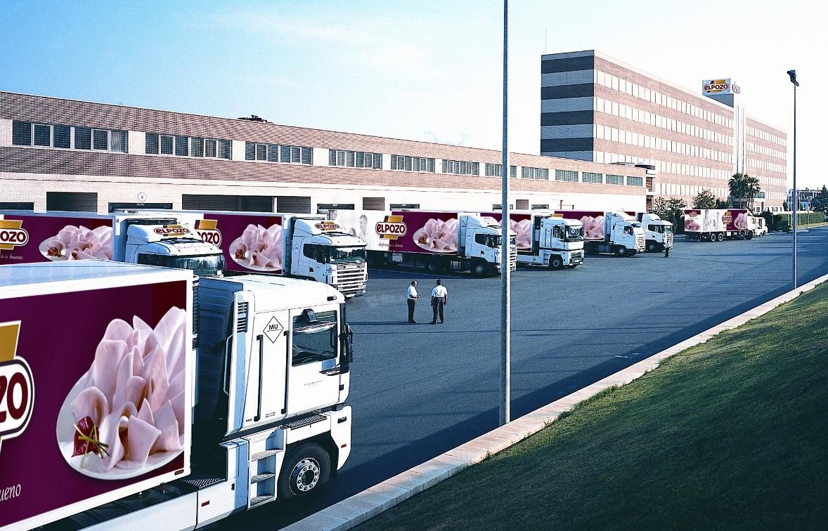 Camiones de El Pozo en su sede de Murcia.