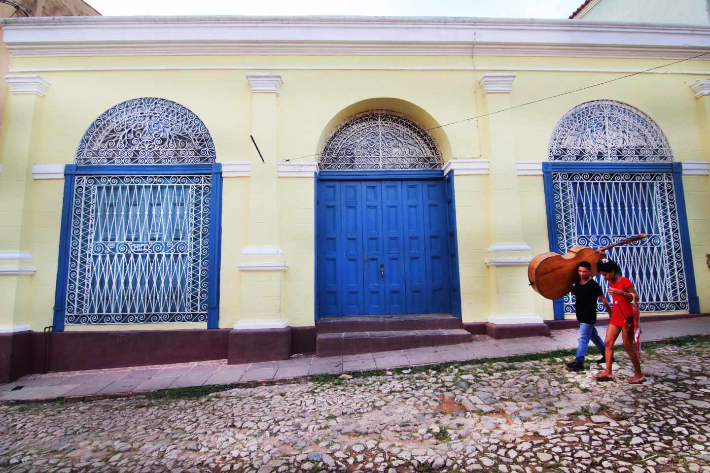 Músicos en una calle de Trinidad, Cuba.