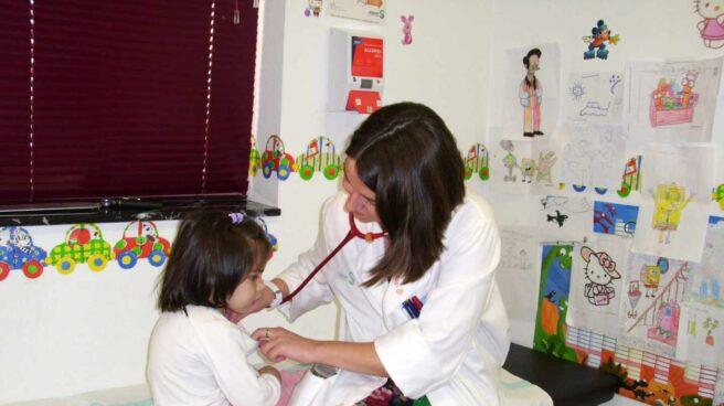 Uno de cada tres niños en España no tiene un pediatra asignado en su centro de salud.