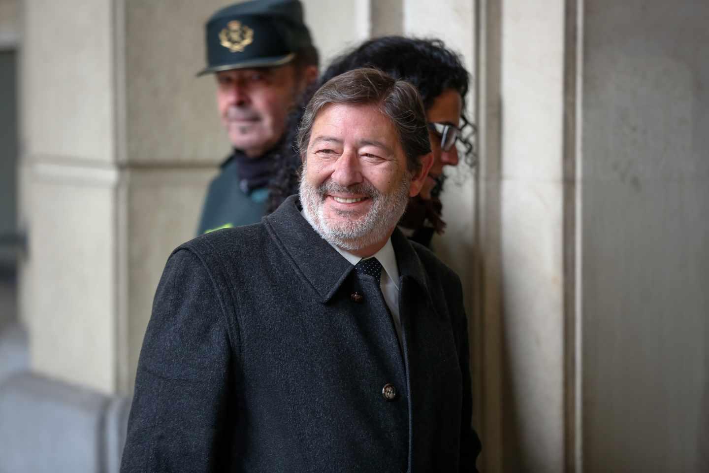 Javier Guerrero, ex director general de Trabajo y Seguridad Social, llegando este lunes a la Audiencia de Sevilla para el juicio del 'caso ERE'.