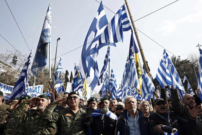 La posibilidad de que Grecia ceda a la inclusión de la palabra Macedonia en el nombre de su país vecino ha generado protestas multitudinarias. En la imagen, una celebrada en Atenas el pasado 4 de febrero.