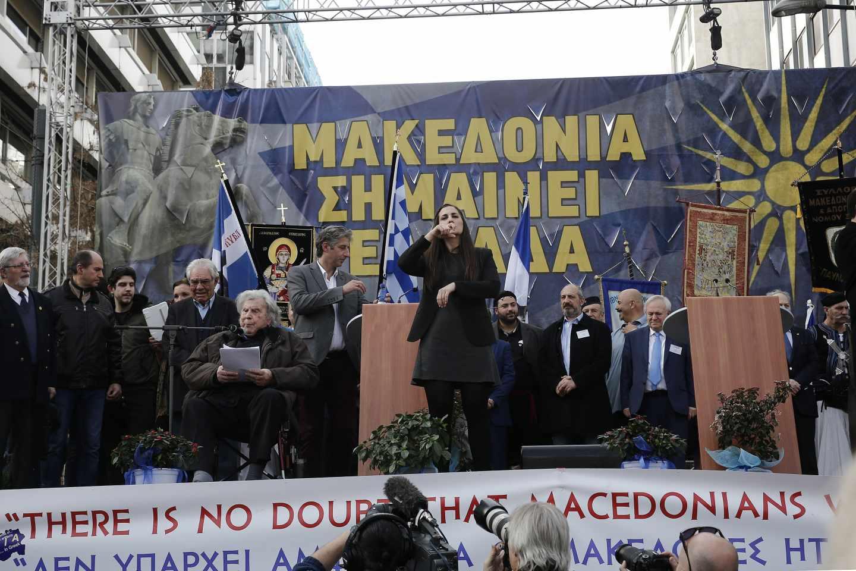 En las protestas organizadas en Atenas contra la negociación se pueden leer mensajes como el de este escenario: 'Macedonia significa Grecia'.