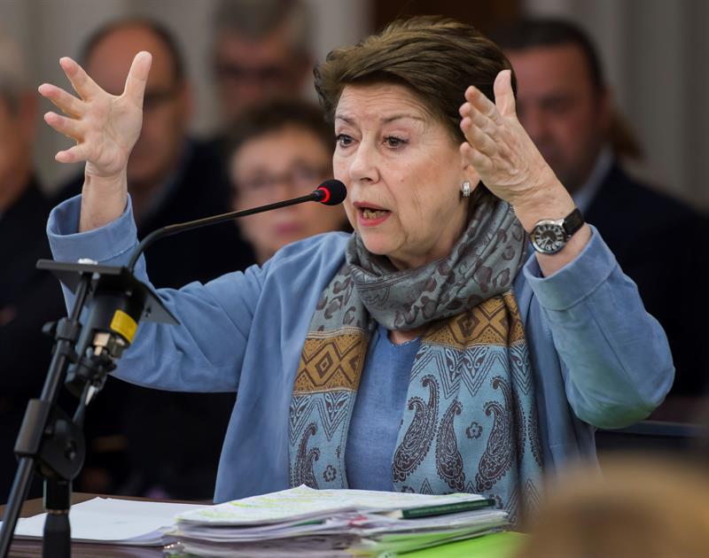 Magdalena Álvarez gesticula este lunes durante su declaración en el juicio de los ERE.