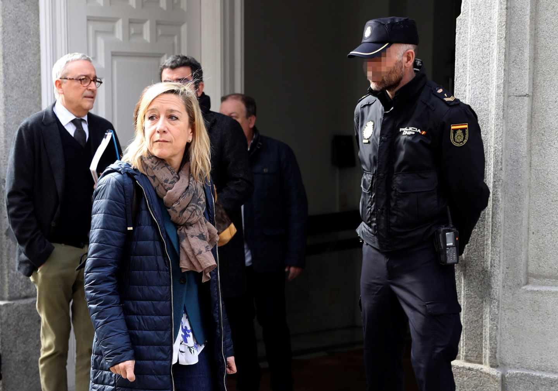 Neus Lloveras sale del Tribunal Supremo tras declarar ante el juez Llarena.
