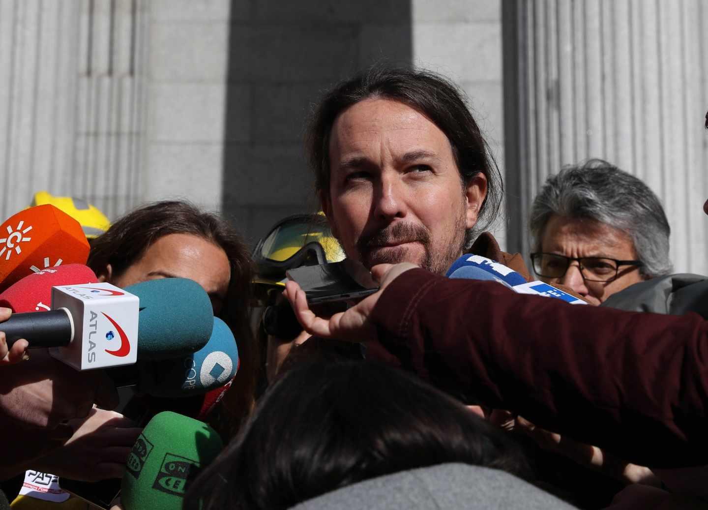 El secretario general de Podemos, Pablo Iglesias, este miércoles a las puertas del Congreso.