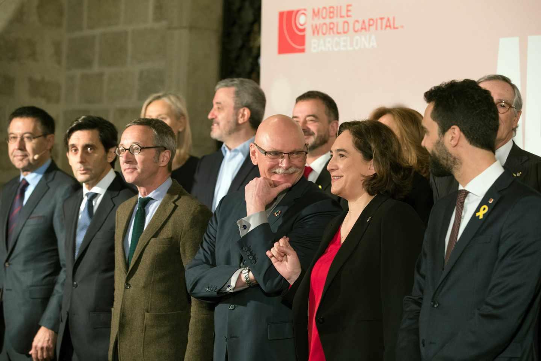 La alcaldesa Ada Colau, junto al consejero delegado de GSMA, John Hoffmann; el presidente de Telefónica, José María Álvarez-Pallete. entre otros.