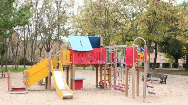 Un estudio advierte de la presencia de una bacteria que afecta al intestino en al menos 20 parques infantiles.
