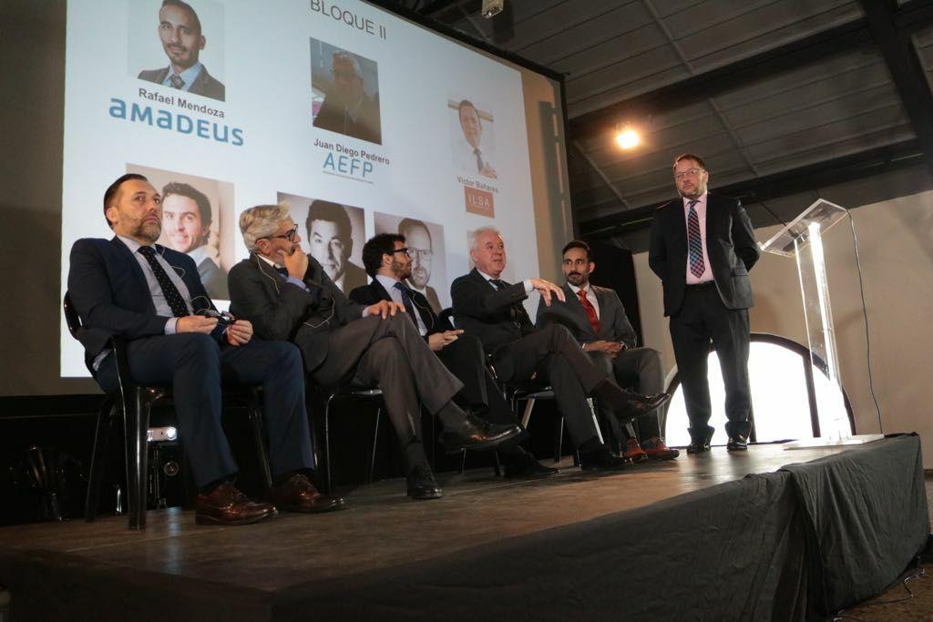 Participantes en el foro 'Innotren' el 6 de febrero pasado. De pie, Juan Manuel Martínez (Eurogestión).