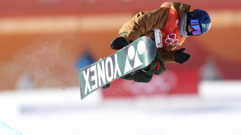 Queralt Castellet, durante una de sus rondas en la final de la modalidad Snowboard Halfpipe.