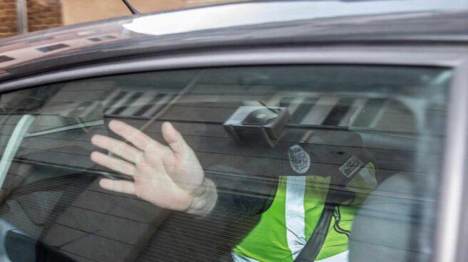 Quique Pina, en el interior del vehículo de la Guardia Civil.