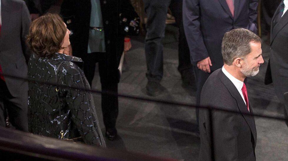 Ada Colau y el rey Felipe VI durante la cena previa a la inauguración del Mobile World Congress.