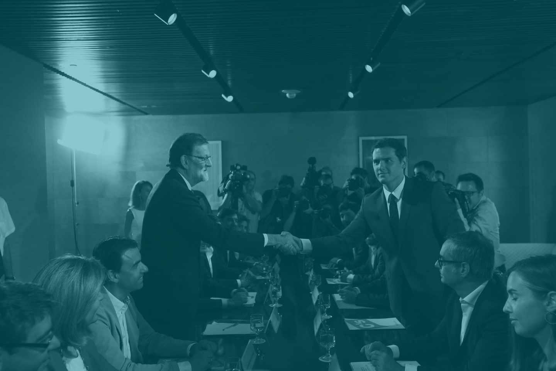 Mariano Rajoy y Albert Rivera sellan en acuerdo de investidura.