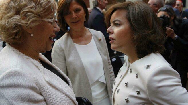 Soraya Sáenz de Santamaría y Manuela Carmena, en una imagen de archivo.