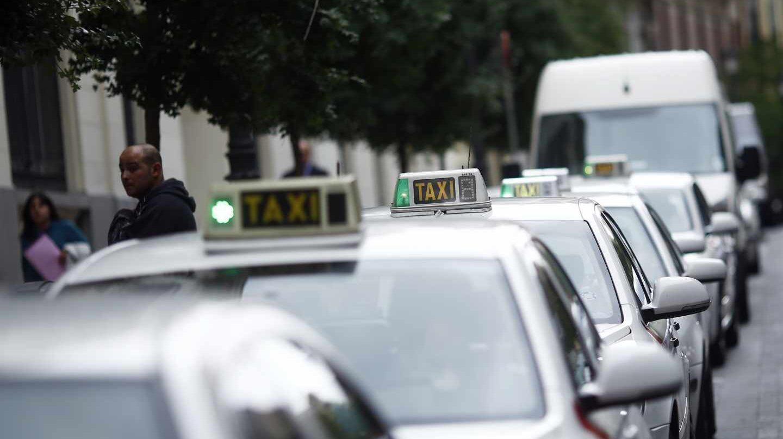 Los taxistas proponen un servicio de taxis compartidos para competir con Uber y Cabify.