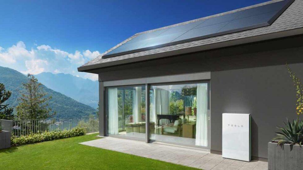Proyecto de vivienda con paneles solares de Tesla.