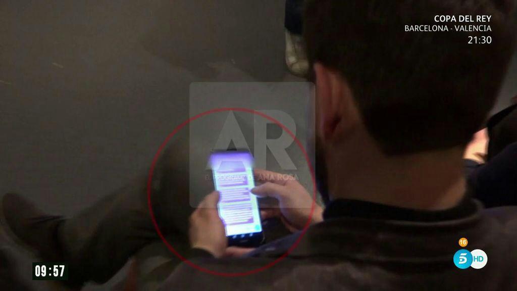 Captura del momento en el que el cámara graba los mensajes de Toni Comín.