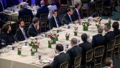 Torrent asiste junto a Colau a la cena del Mobile pero no aplaude el discurso del Rey