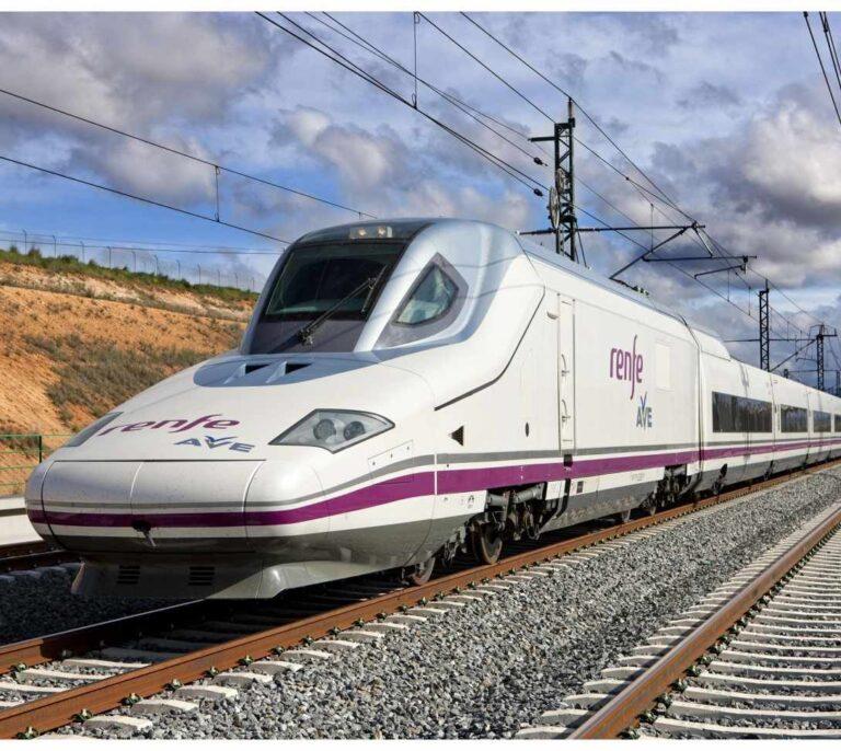 El AVE Madrid-Barcelona doblará su oferta de trenes con la entrada de rivales de Renfe