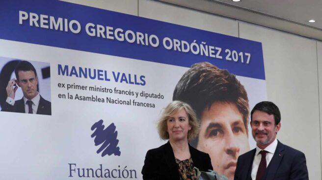 El ex primer ministro francés Manuel Valls recibe el Premio Gregorio Ordóñez.