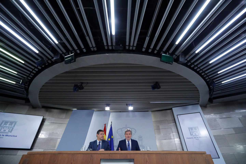 Los ministros Catalá y Méndez de Vigo en rueda de prensa