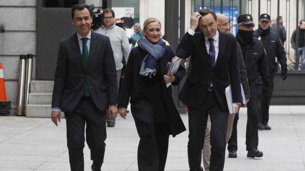 Cifuentes junto a Maillo el pasado 21 de marzo en el Congreso, días antes de que saliera a la luz la polémica de su máster.