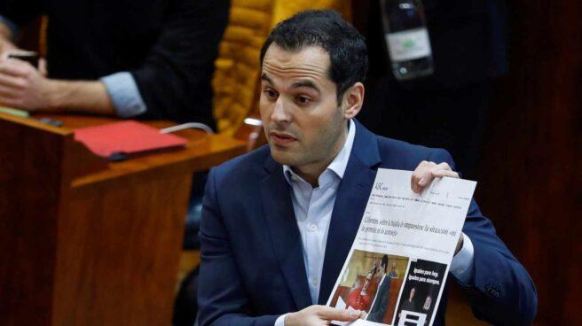 El líder de Cs Madrid, Ignacio Aguado, en el Pleno de la Asamblea de Madrid tras conocerse la presunta falsificación de notas de Cifuentes.