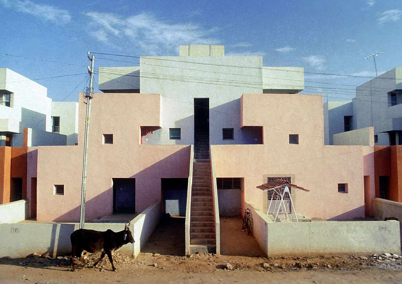 Viviendas sociales concebidas por Balkrishna Doshi.