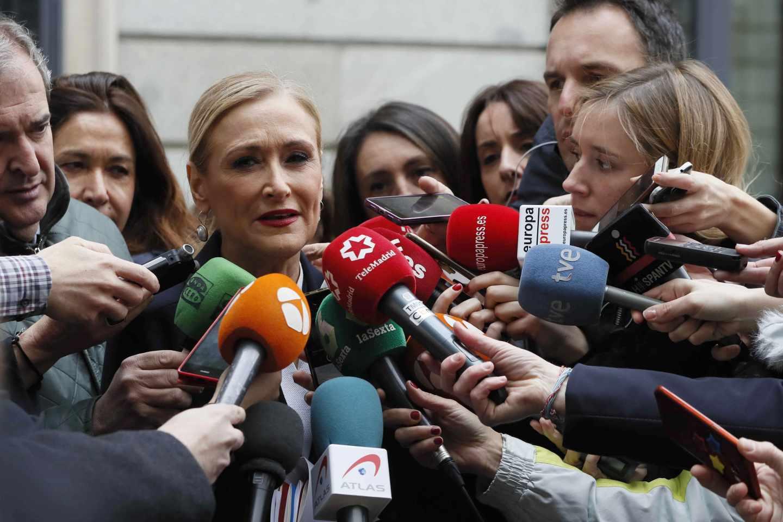 Cristina Cifuentes, a las puertas del Congreso.