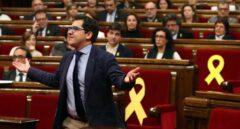 El diputado de Ciudadanos José Espejo Saavedra protesta al presidente Torrent.