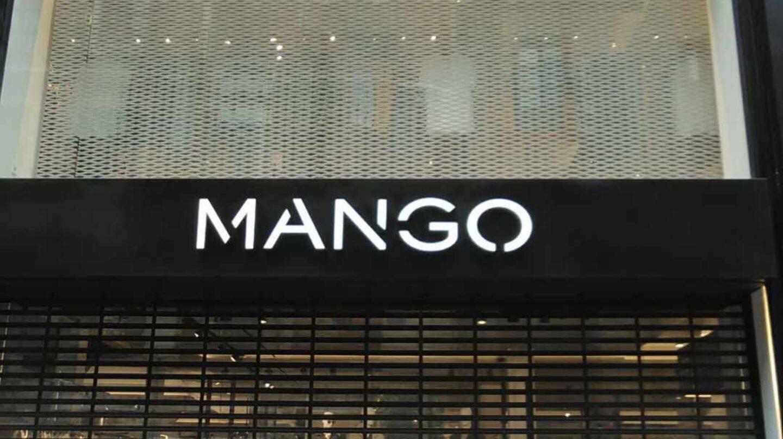 Entrada a la tienda de Mango en la Calle Preciados de Madrid.