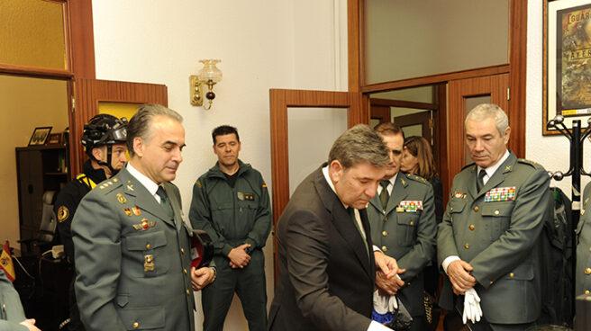 El director general de la Guardia Civil, José Manuel Holgado, en una visita a dependencias del Cuerpo.