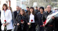 Los 'abertzales' acuden por primera vez al homenaje a Isaías Carrasco, asesinado por ETA