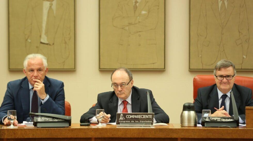El gobernador del Banco de España, Luis María Linde, en el Congreso de los Diputados.