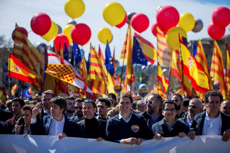 Valls y Rivera, en la manifestación de Societat Civil en Barcelona.