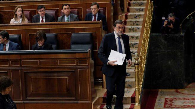 El presidente del Gobierno, Mariano Rajoy, momentos antes de su comparecencia hoy en el pleno del Congreso para explicar las propuestas del Ejecutivo en materia de pensiones y para la sostenibilidad del Sistema de la Seguridad Social.