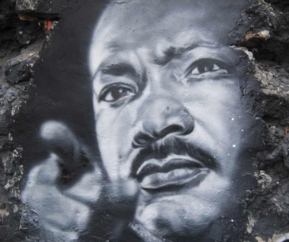 Pintura del rostro de Martin Luther King.