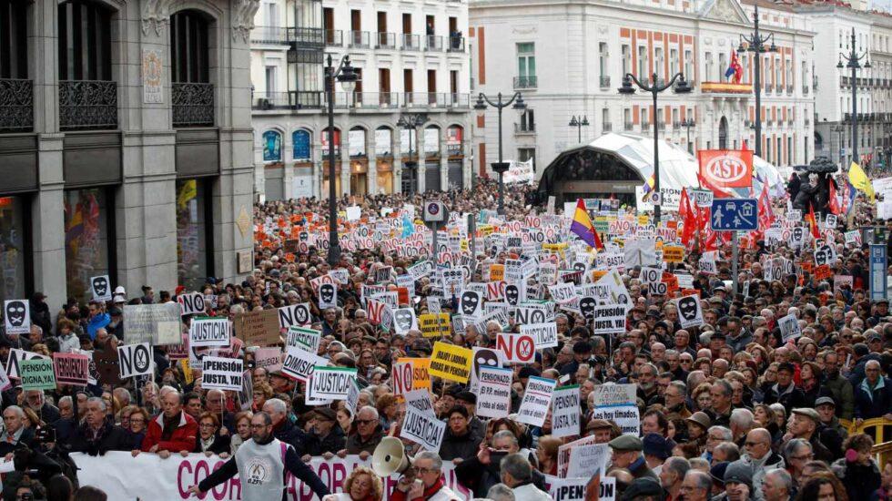 Manifestación de pensionistas y ley mordaza en Madrid.