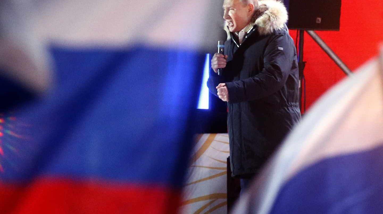 Putin festeja su victoria electoral en Moscú.