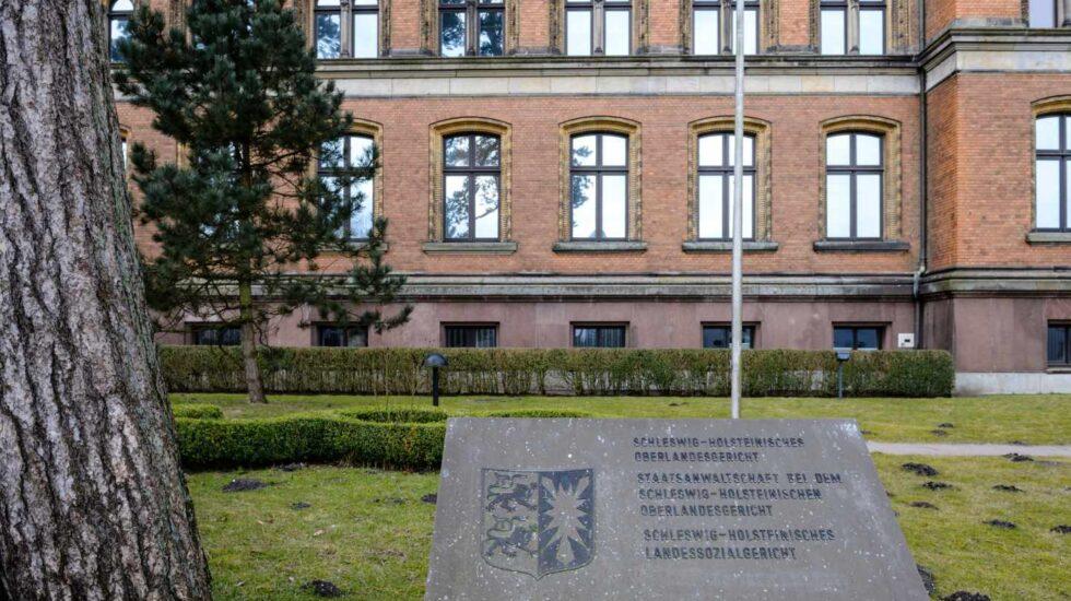 Vista del exterior del Tribunal Administrativo del estado federado de Schleswig-Holstein, donde ha comparecido Carles Puigdemont.