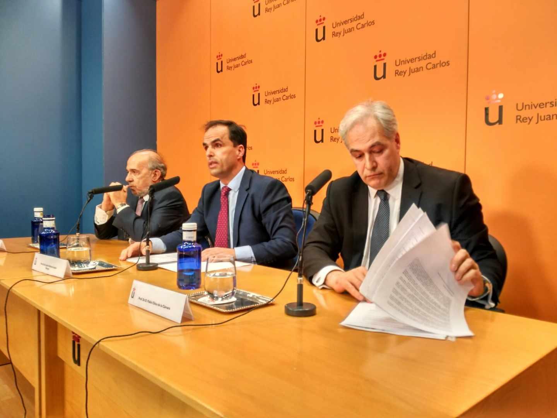 Enrique Álvarez Conde, Javier Ramos y Pablo Chico, durante la conferencia de prensa ofrecida este miércoles.