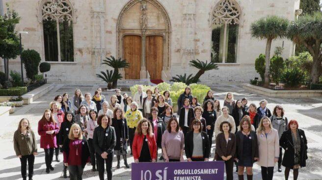 Acto en Baleares de apoyo a la huelga con la presidenta, Francina Armengol.